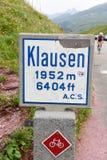 L'indicatore della strada di Chiusa passa sopra le alpi svizzere Immagini Stock Libere da Diritti