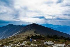 L'indicatore luminoso e l'ombra sull'alta montagna Immagine Stock