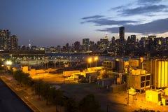 L'industria di Long Island incontra Manhattan Fotografie Stock Libere da Diritti
