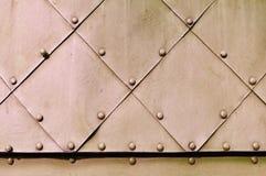 L'industriale approssimativo ha strutturato il fondo con la superficie metallica strutturata della viola pallida Fotografia Stock Libera da Diritti