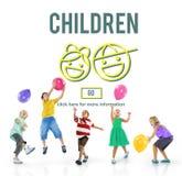 L'infanzia dei bambini scherza il concetto del sito Web della prole fotografie stock