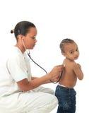 L'infirmière américaine d'Africain noir avec l'enfant a isolé 1 Photo libre de droits