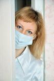 L'infirmière derrière une trappe photo libre de droits