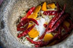 L'ingrediente di curry tailandese è nel mortaio Immagini Stock Libere da Diritti