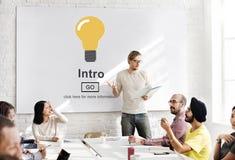 L'inizio del lancio di introduzione crea il concetto online di web dell'innovazione Fotografia Stock