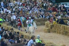 L'inizio del tartufo giusto in alba (Cuneo), è stato tenuto per più di 50 anni, la corsa dell'asino Immagini Stock Libere da Diritti