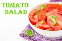 L'insalata dai pomodori freschi, balza cipolle verdi e pepe nero Fotografie Stock