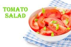 L'insalata dai pomodori freschi, balza cipolle verdi e pepe nero Fotografie Stock Libere da Diritti