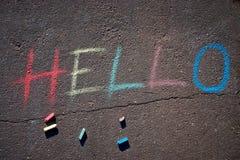 L'inscription bonjour dessinée sur l'asphalte photos libres de droits