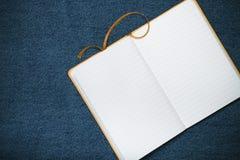 L'inscription JE T'AIME dans le carnet et l'espace pour le texte Images libres de droits
