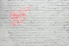 L'inscription sur le mur de briques blanc Photo stock