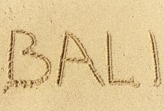 L'inscription sur le sable de Bali Temps de vacances, vacances de plage Photos libres de droits