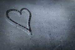 L'inscription sur le verre en sueur - amour et coeur Photographie stock