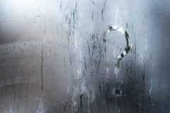 L'inscription sur le verre, question de concept de point d'interrogation Photos libres de droits