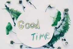 L'inscription sur un fond blanc avec les feuilles des usines Photo libre de droits