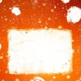 L'insegna arancio di lerciume con macchiato di inchiostro bianco spruzza Immagine Stock