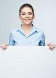 L'insegna bianca del blanc della donna di affari, carta ha isolato il ritratto dello studio Immagini Stock