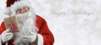 L'insegna ha graduato il inage secondo la misura con Santa Claus che tiene un presente immagini stock libere da diritti