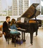 L'insegnante di piano Fotografie Stock Libere da Diritti