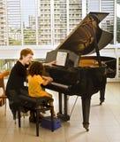L'insegnante di piano Fotografie Stock