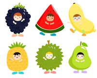 L'insieme dei bambini in frutta sveglia costumes il vettore Fotografia Stock