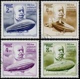 L'insieme dei bolli stampati in Ungheria mostra lo zeppelin Immagine Stock
