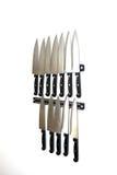 L'insieme dei coltelli sta appendendo su una parete della cucina Immagine Stock Libera da Diritti