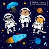 L'insieme dei cosmonauti degli astronauti del gatto, dell'orso e del procione saetta in alto, UFO, Fotografia Stock