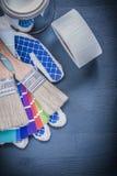 L'insieme dei pennelli inscatola i guanti della sicurezza del fan di pantone Fotografia Stock Libera da Diritti