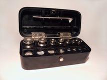 L'insieme del laboratorio pesa le pinzette d'acciaio Fotografia Stock