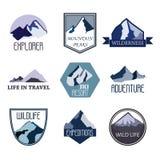 L'insieme del logo di avventura e di spedizione della montagna badges le collezioni Il viaggio simbolizza il vettore royalty illustrazione gratis