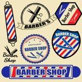 L'insieme del negozio di barbiere identifica e timbra royalty illustrazione gratis