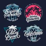 L'insieme del paradiso tropicale, Palm Beach, Aloha Hawaii e la California passano l'iscrizione scritta con le palme Fotografia Stock