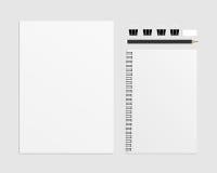 L'insieme del vettore in bianco include A4, i taccuini, le matite, la gomma e la graffetta nera illustrazione di stock