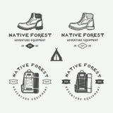 L'insieme dell'annata che si accampa all'aperto ed avventura il logos, distintivi Immagine Stock