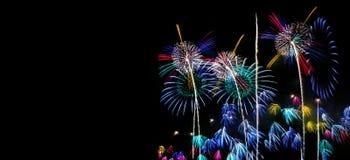 L'insieme dell'estratto ha colorato lo spazio della copia libera del fondo del fuoco d'artificio per testo Concetto variopinto di Fotografia Stock