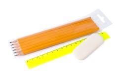 L'insieme dell'ordinario disegna a matita la durezza differente, il righello e la gomma Fotografie Stock Libere da Diritti