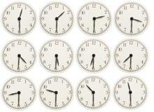 L'insieme dell'ufficio cronometra la mostra del tempo vario isolato su fondo bianco Fotografia Stock Libera da Diritti