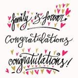 L'insieme della carta di calligrafia con le congratulazioni e la famiglia per sempre sta segnando Testo scritto della mano Proget Fotografia Stock Libera da Diritti