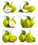 L'insieme della pera verde matura fruttifica con le foglie Fotografie Stock Libere da Diritti