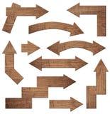 L'insieme delle frecce di legno marroni è isolato su fondo bianco Fotografia Stock