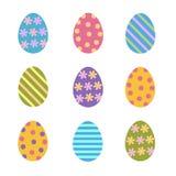 L'insieme delle uova di Pasqua variopinte ha decorato le bande, i punti ed i fiori, illustrazione vettoriale