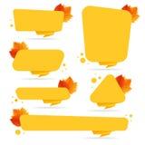 L'insieme dello sconto di autunno di vettore ettichetta, etichette, bolli, autoadesivi con le foglie variopinte Fotografia Stock