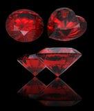 L'insieme di cuore rosso ha modellato il rubino ed il granato Fotografia Stock