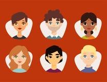 L'insieme di diversi avatar rotondi con il facial caratterizza i caratteri differenti della gente dei vestiti e delle acconciatur Fotografie Stock