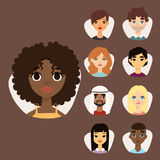 L'insieme di diversi avatar rotondi con il facial caratterizza i caratteri differenti della gente dei vestiti e delle acconciatur Fotografia Stock
