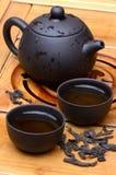 Insieme di tè cinese con il tè selvaggio del puerh Fotografia Stock