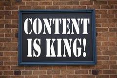 L'inspiration conceptuelle de légende des textes d'écriture de main montrant le contenu d'annonce est roi Concept d'affaires pour photos stock