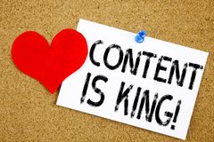L'inspiration conceptuelle de légende des textes d'écriture de main montrant le contenu est concept de roi pour des affaires lanç Photos stock