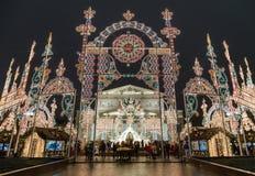 L'installazione leggera per le feste di Natale si avvicina al grande teatro di Bolshoy Fotografie Stock